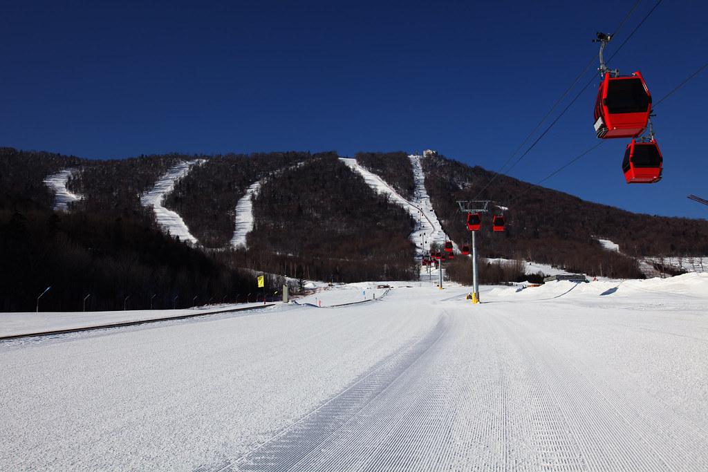 First Snow-Themed Train Connects Harbin and Yabuli Ski Resort