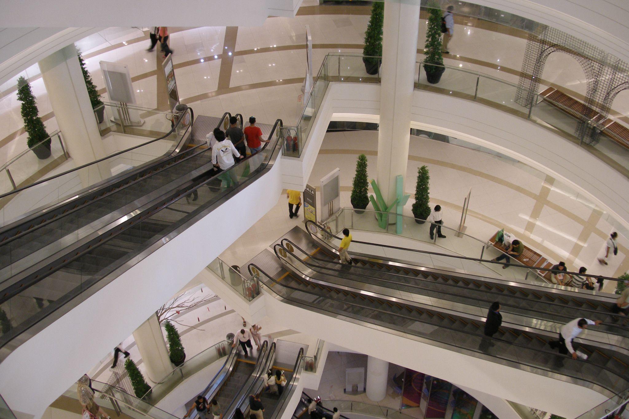 Shopping Malls, Markets Close in Bangkok