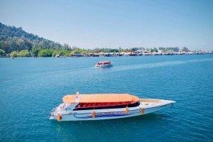 Tigerline Travel Speedboat outside